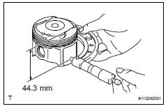Toyota RAV4. Inspect piston