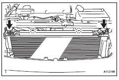 Toyota RAV4. Install no. 2 Fan shroud